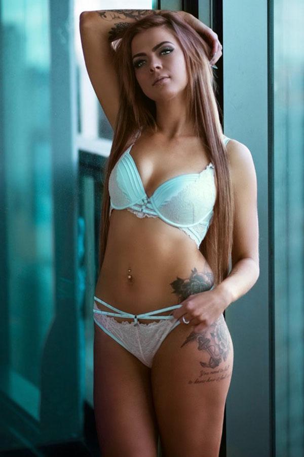 Harper Topless Waitress Melbourne