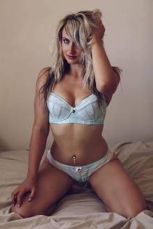 Emma-Lee Melbourne Topless Waitress