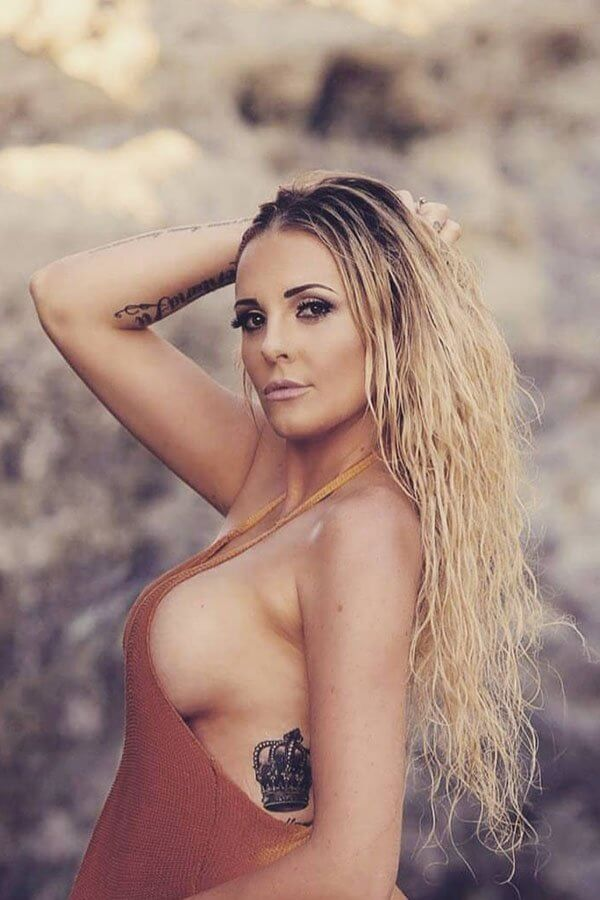 Kara Lee Topless Waitress NSW